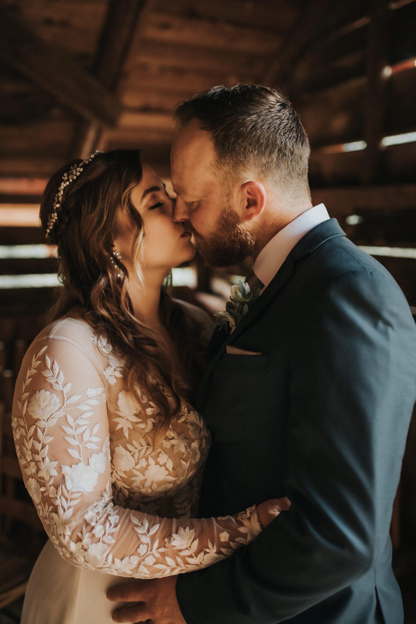 KateMatt-North-Georgia-Wedding-Photographer-Mountain-Laurel-Farm-121.jpg