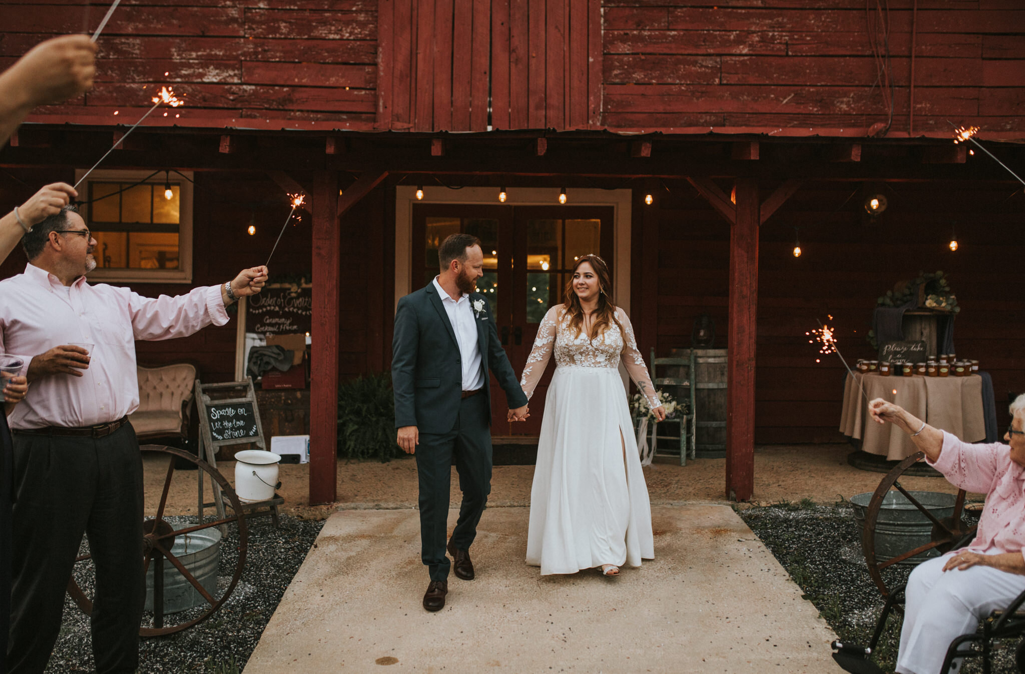 KateMatt-North-Georgia-Wedding-Photographer-Mountain-Laurel-Farm-162.jpg