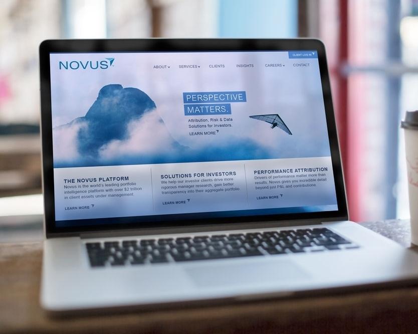 Novus-macbook_mock-up_cafe.jpg