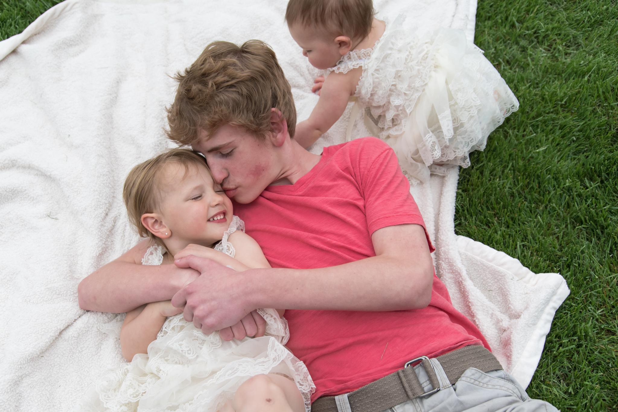 Backyard sibling session