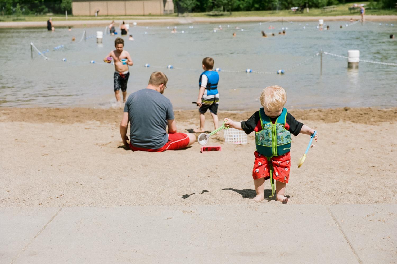 summer-park-family-film-session-fargo-105087010030.jpg