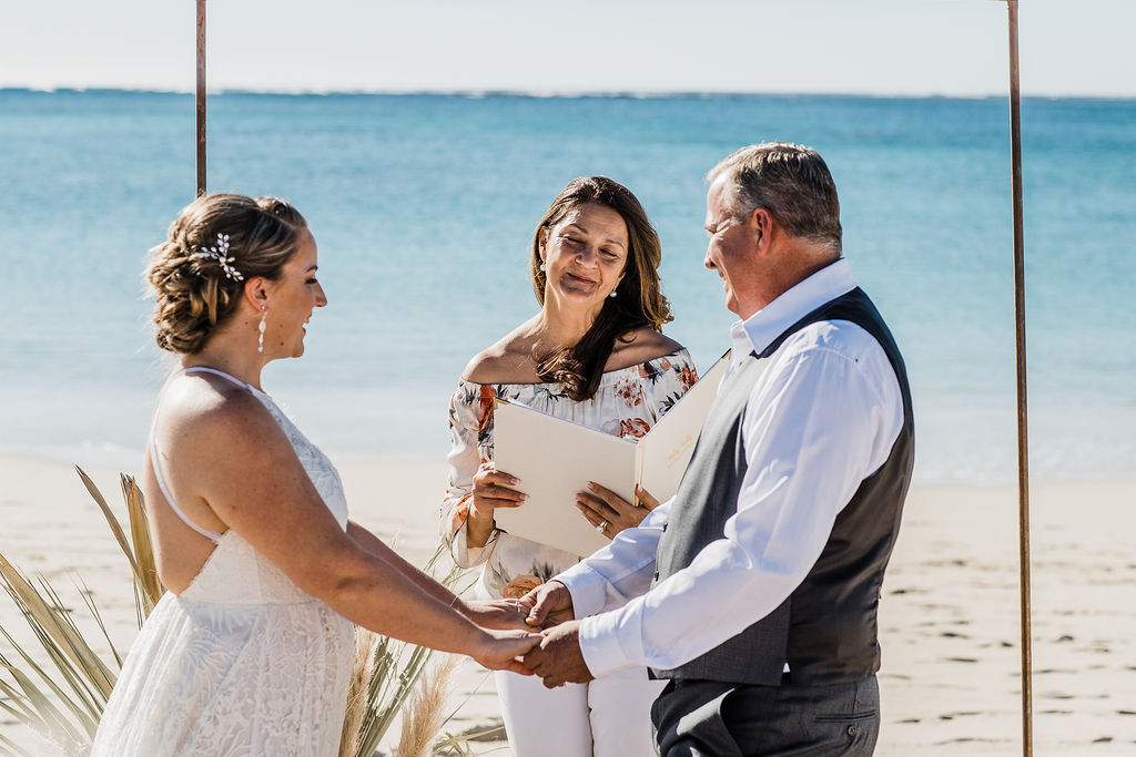 R&G-elope-to-ningaloo-exmouth-blue-media-weddings-turquoisebay-84.jpg