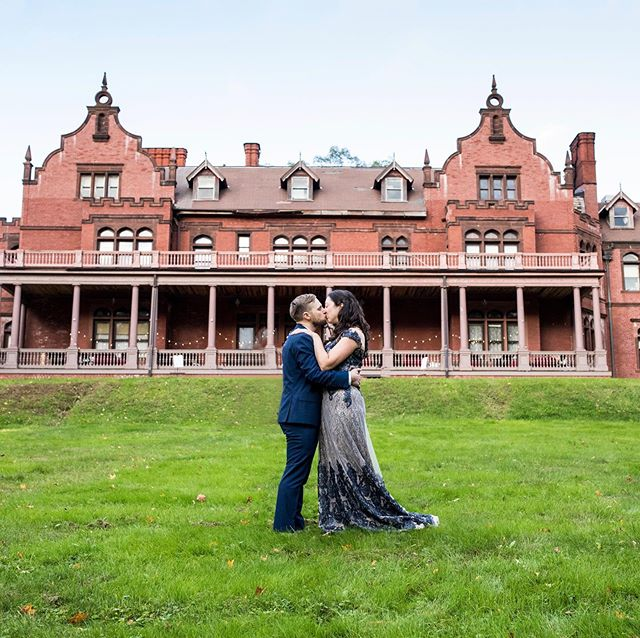 Is it time for cooler weather yet? Thinking about this gorgeous October wedding from last year at Venfort Hall in Massachusetts! (Fun side note, the Hall's exterior was used for movie The Cider House Rules.)