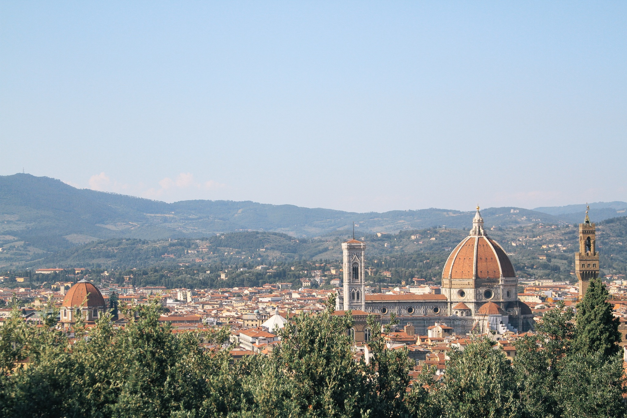 How to Plan Your Itinerary in Florence | Florence, Italy is one of the friendliest cities in the world. Here are the best things to do and places to go, from restaurants and views to Tuscany day trips. Use any ideas you like, then mix and match them into an itinerary of your own. Complete with a travel map and packing ideas! #florence #italy #itinerary