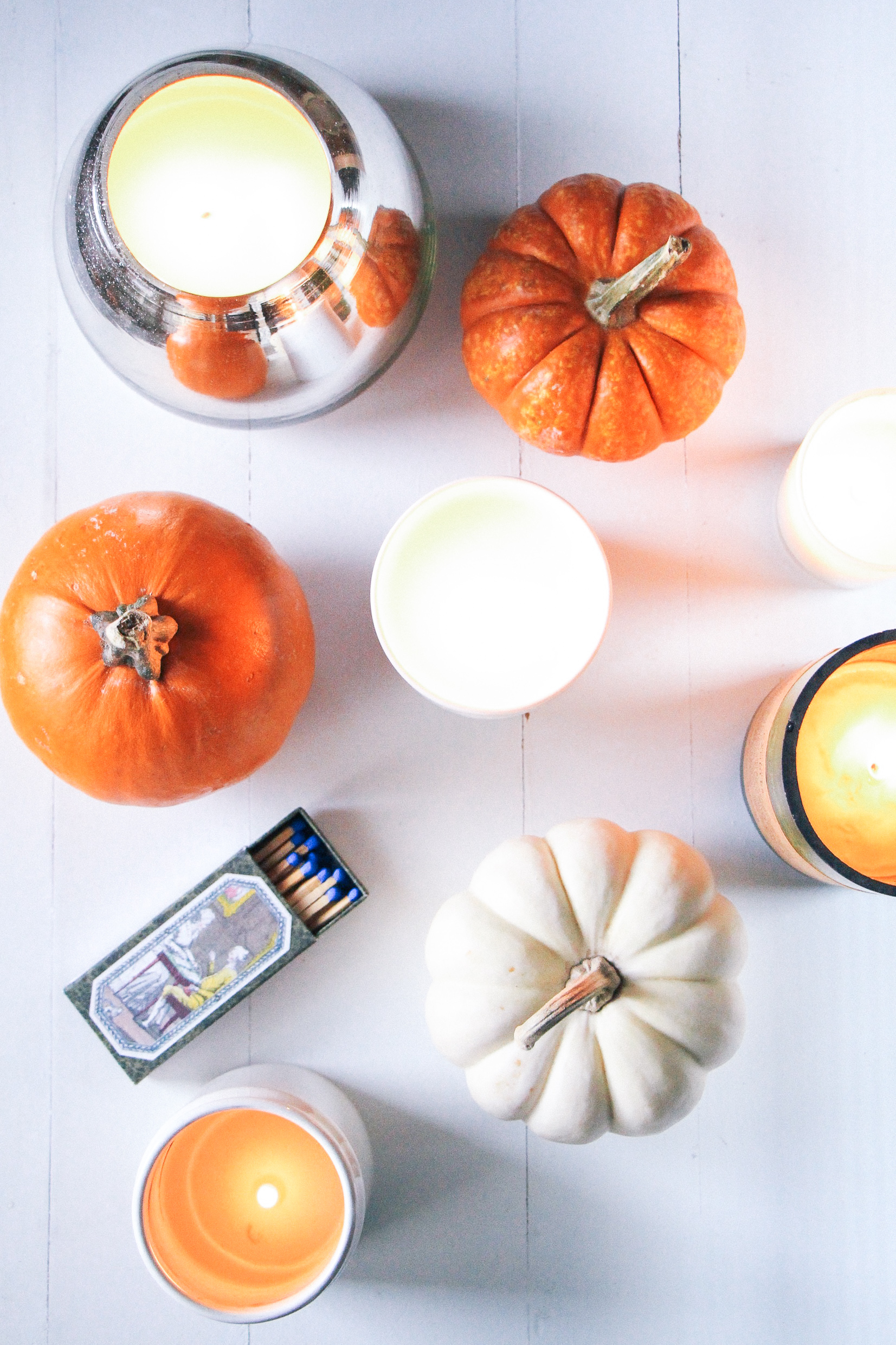 The Best Fall Candles on the Internet | From pumpkin and cider to woodfire and incense, these are the best - and most stylish - scented candles for autumn. You'll find them all around my home : on my on my nightstand, in the bathroom, on my desk, in the living room.