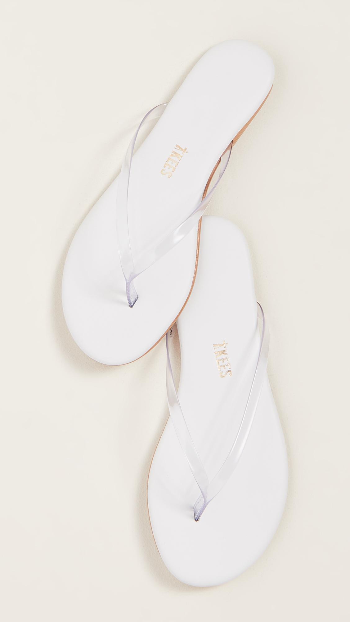 Sleek sandals -