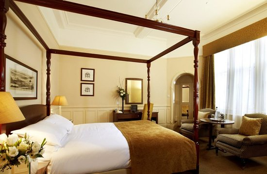 Lot 4:     A stay for two people inclusive of bed and breakfast at the MacDonald Burlington Hotel, Birmingham.    Fancy a romantic night away or a city break with a friend? Then why not bid on a night's stay here at the fantastic MacDonald Burlington Hotel, a beautiful 4-star luxury hotel here in the heart of Birmingham. This includes bed and breakfast for two people. Whether you are local to Birmingham or are visiting this beautiful city, a stay at this lovely hotel is sure to be a treat.