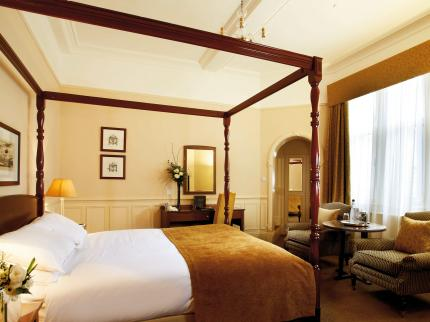 A night's stay for two people at the MacDonald Burlington Hotel, Birmingham   A night's stay at the beautiful 4-star luxury hotel here in the heart of Birmingham. Includes bed and breakfast for two people. Value: £125