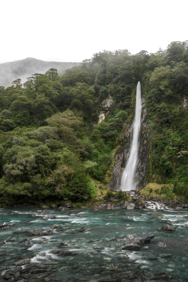 Thunder-Creek-Falls-New-Zealand-Haast-Pass.jpg