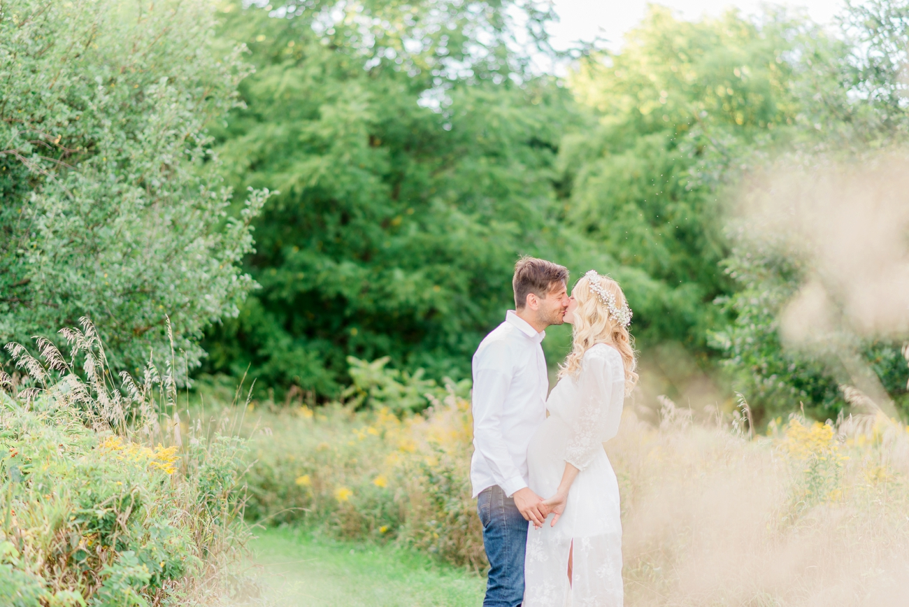 scarborough-bluffs-park-maternity-session-9.jpg
