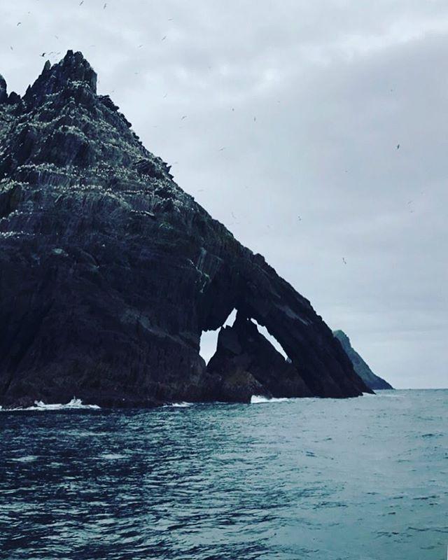 Icebergs de piedra.  #skelligmichael #skelligs #icebergs #wildatlanticway #island #islandlife #starwars @starwars @thevisualscollective