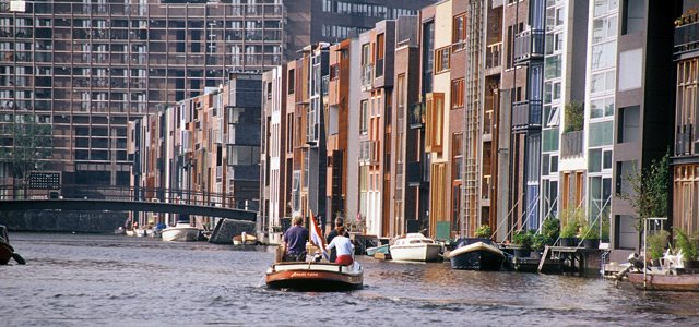 Rowhouses line-up from the sea