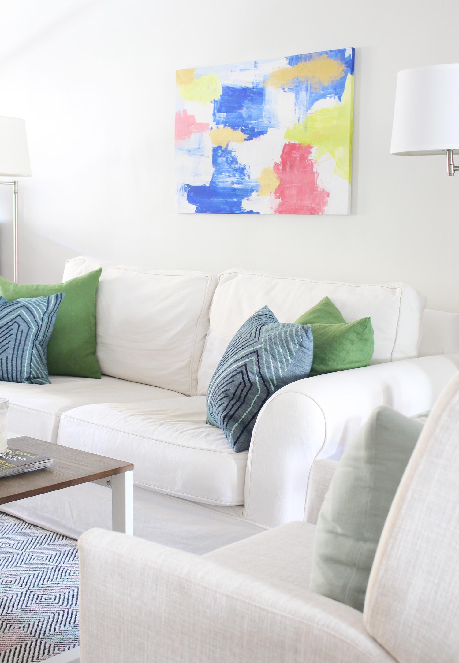 Eclectic-Bright-White-Living-Room-27.jpg