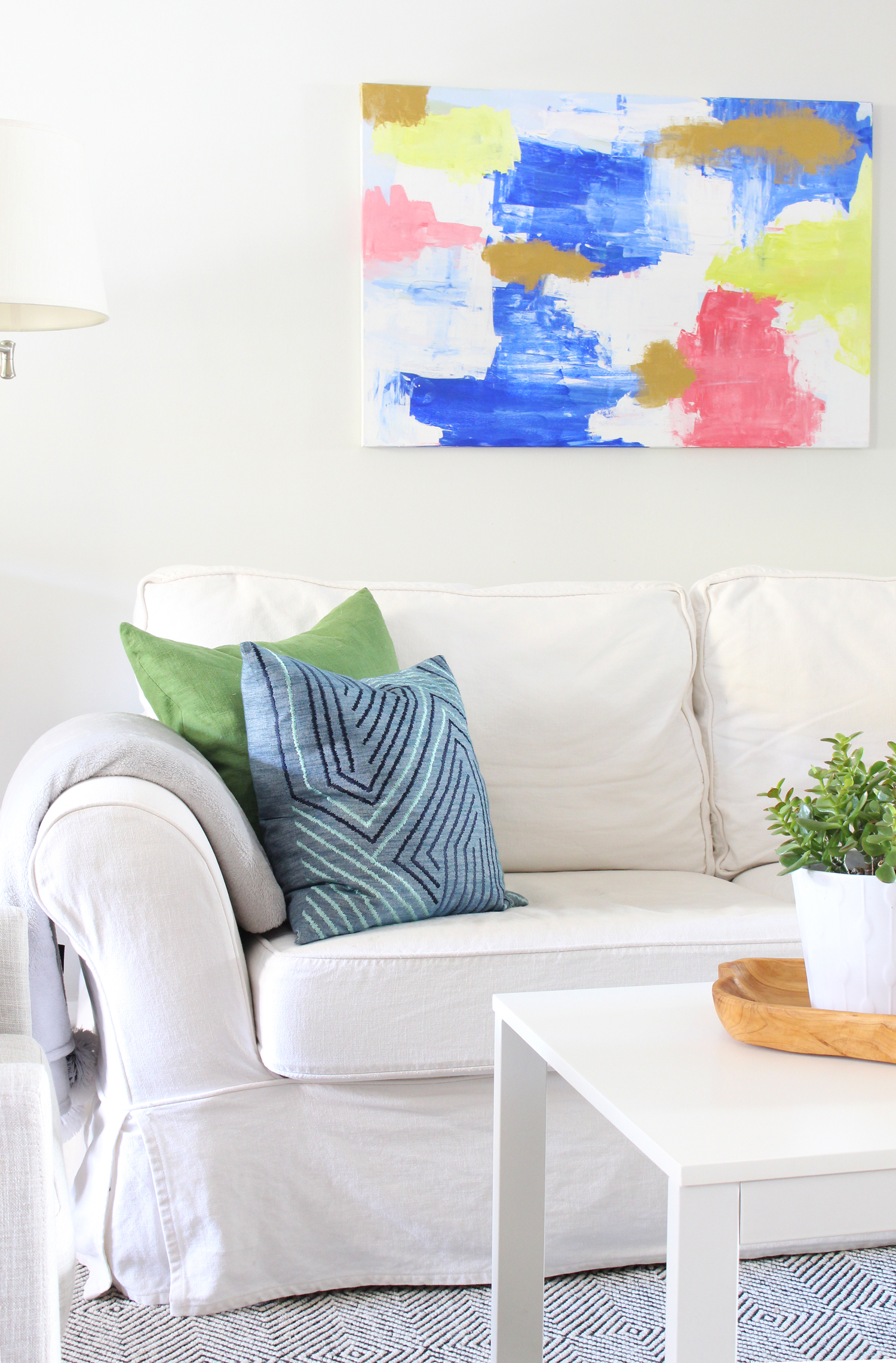 Eclectic-Bright-White-Living-Room-22.jpg
