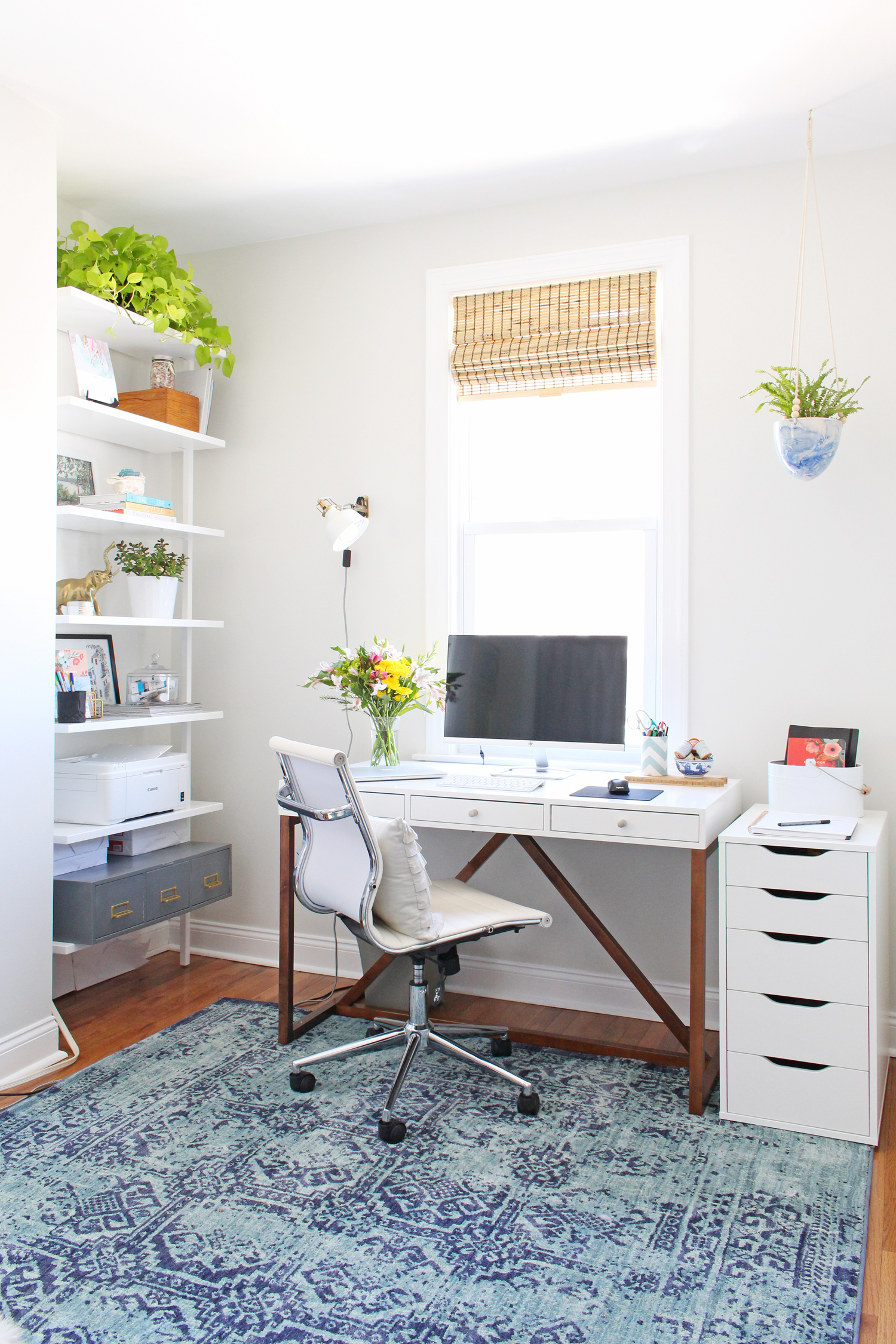 An interior designer's cozy, bright, and modern home office.