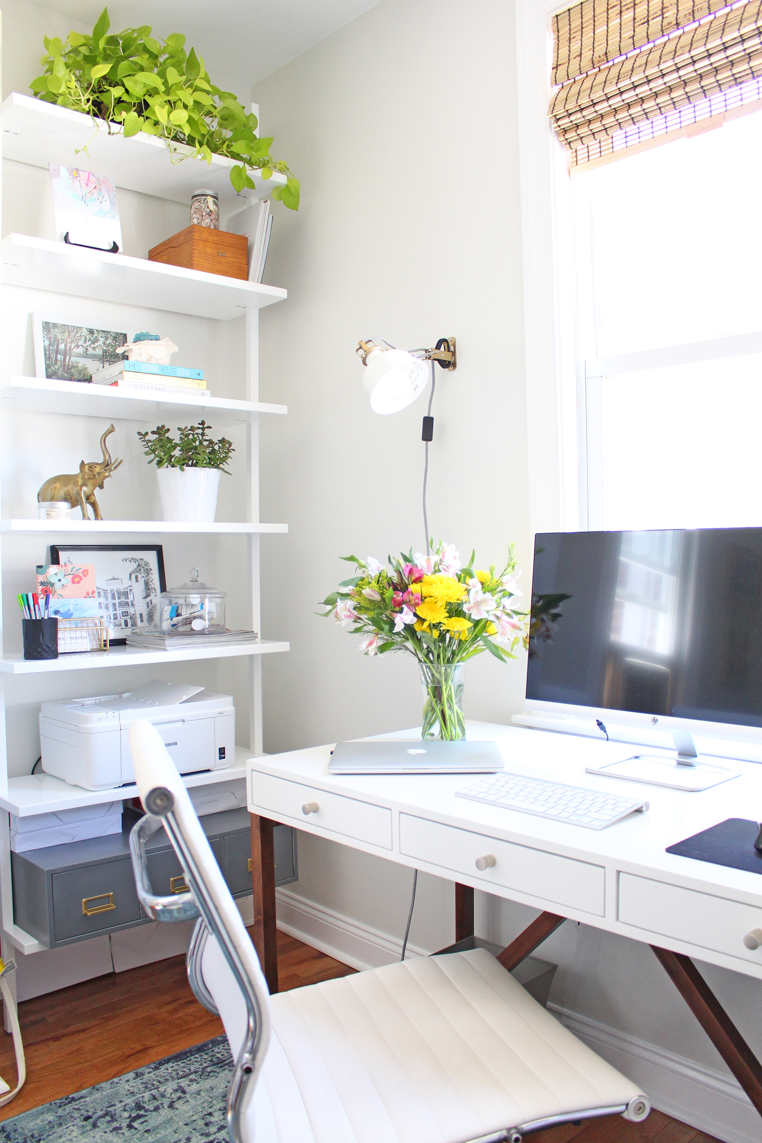 Modern, light and bright home office.