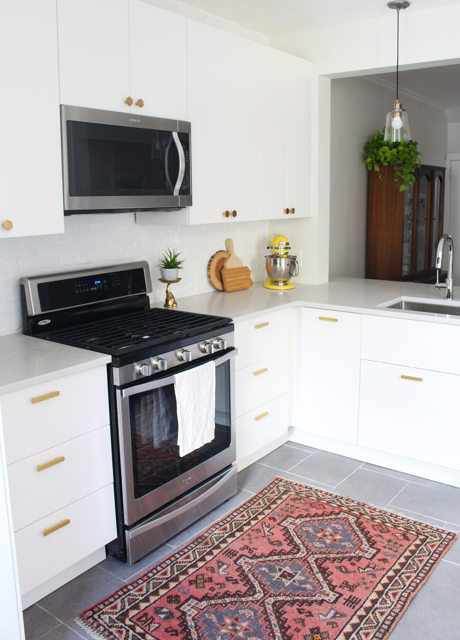 Small, modern IKEA kitchen (Veddinge)