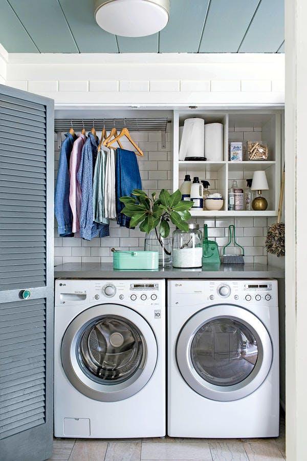 Small laundry room inspiration. // closet laundry room