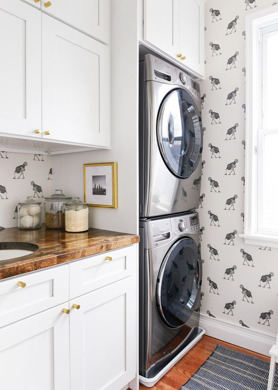 Ostrich wallpaper in a small laundry room
