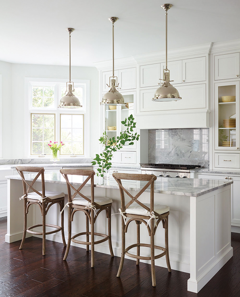 How to choose the right bar stools for your kitchen island or peninsula // white farmhouse kitchen, marble countertops backspalsh