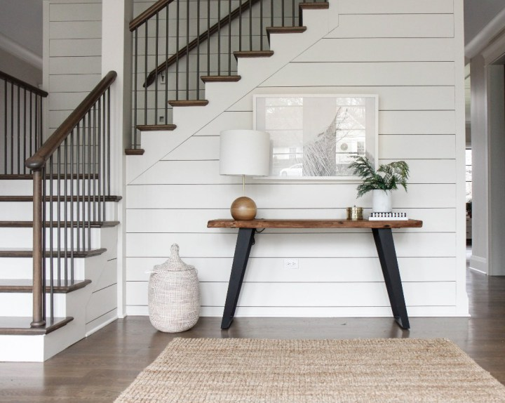 White shiplap in an entryway // Modern farmhouse entryway