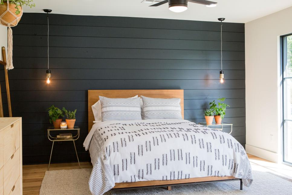 black shiplap wall in bedroom // black shiplap accent wall