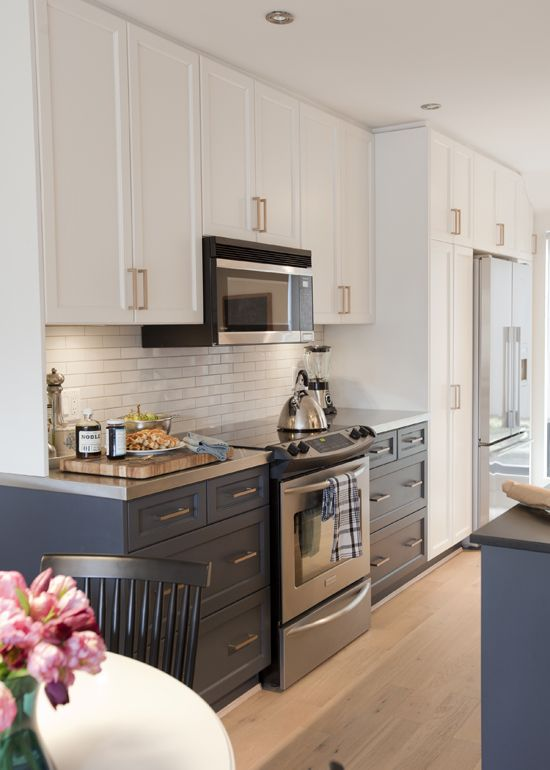 When and how should you mix countertop materials? Find a quick primer on the Mix & Match blog! Here, stainless steel and black granite go together perfectly.