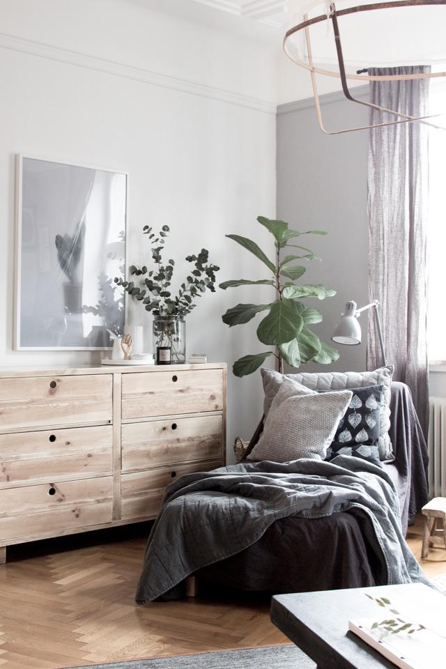 scandinavian-bedroom-gray-light-wood.jpg