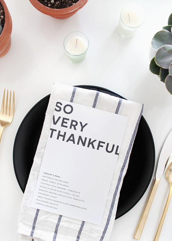 Simple and modern Thanksgiving table menu. For more table decorating ideas, head to the blog post!