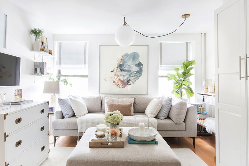 Get the look of this light and cozy living room on the blog! / Neutral living room design