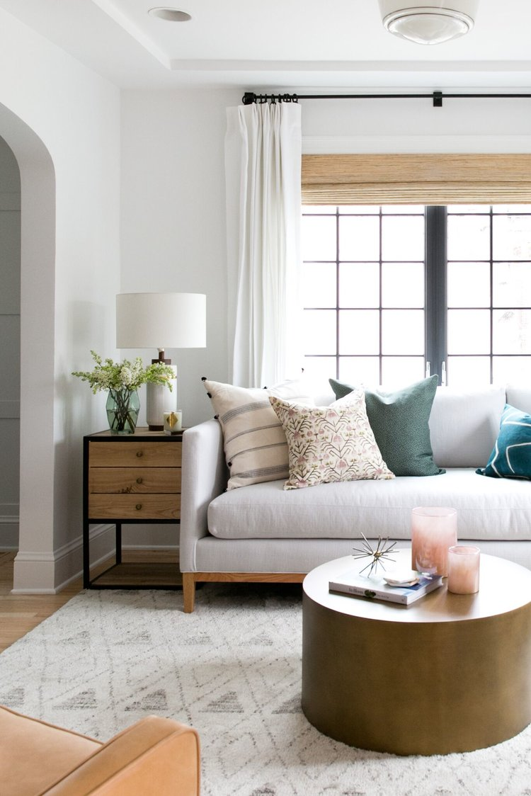 How do you choose the right side table and table lamp combination? Head to this post! I've got six no-fail combinations for you to try in your home and a lot of tips on how to choose well! // A modern eclectic living room from Studio McGee
