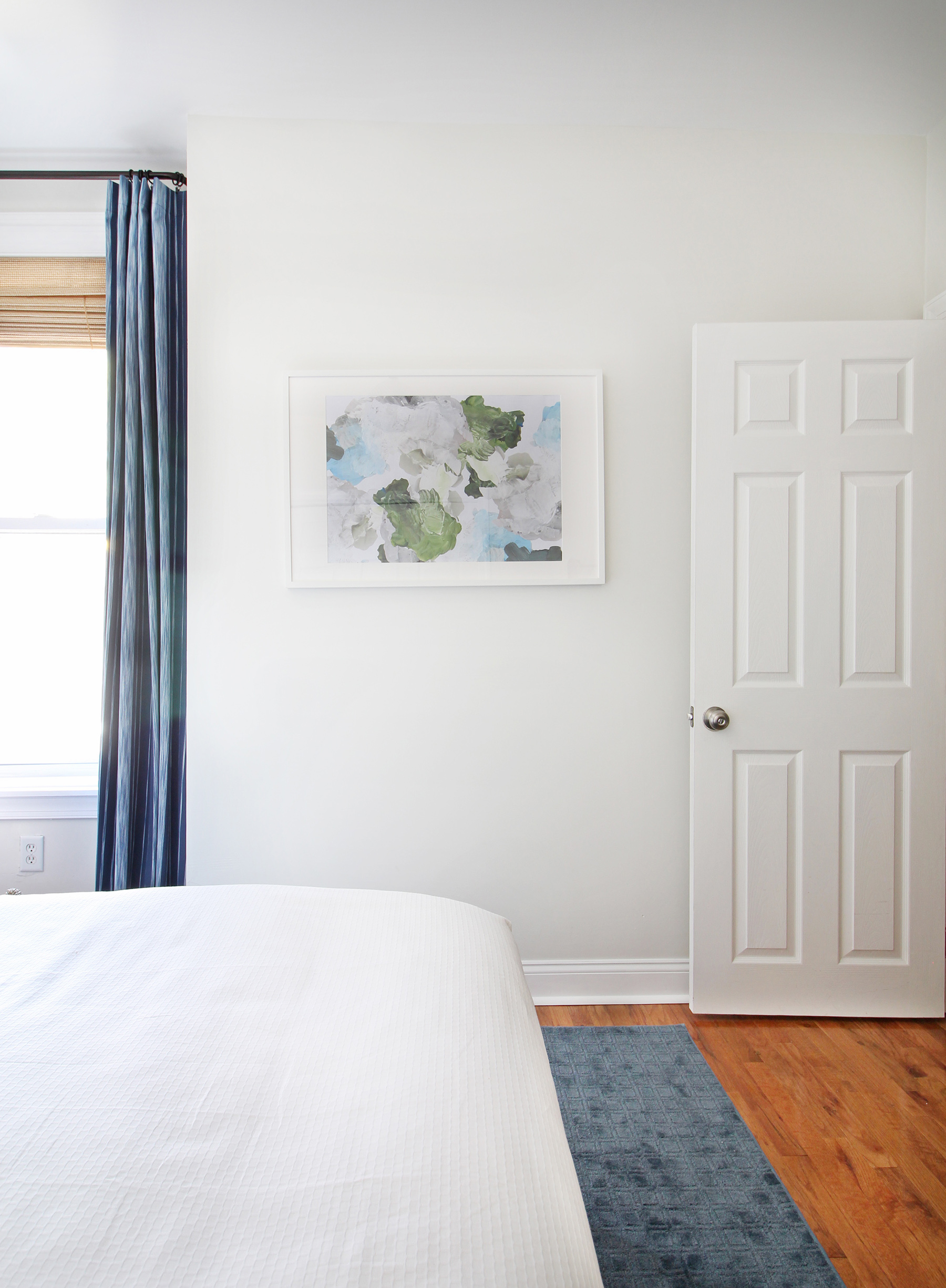 The big One Room Challenge reveal for my eclectic modern farmhouse guest bedroom is up on the blog! Come on over and see the blue-green floral wallpaper, my marble topped vintage nightstands, and my take on modernizing an antique dresser! A piece of abstract paint palette art is perfect for this spot on the wall. || Design: Mix & Match Design Company