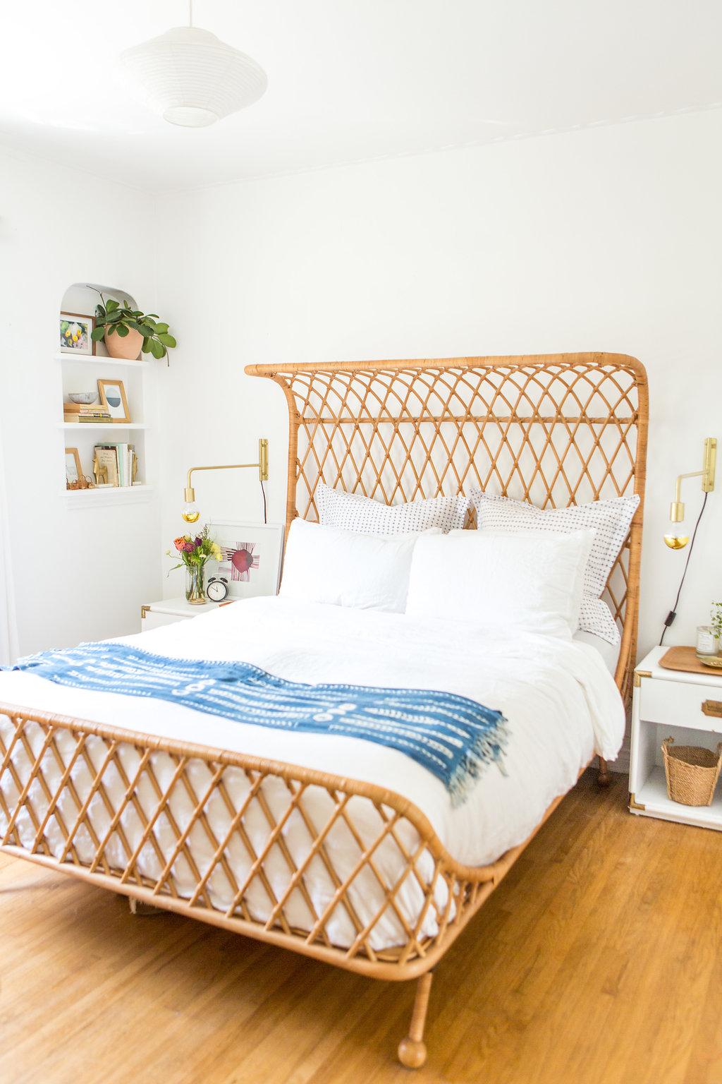 Get that casual, laid back boho coastal look in your bedroom in this post. // bright and airy bedroom, bohemian bedroom, blue, white, wood bedroom.