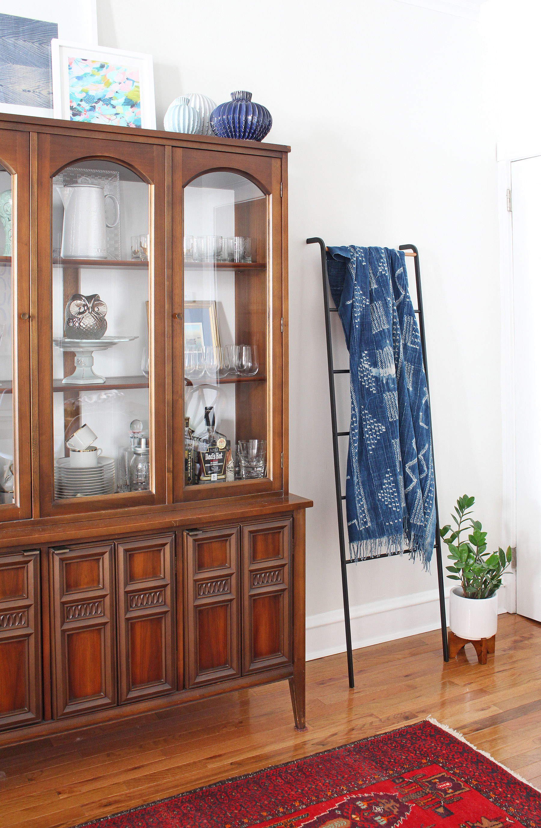 I loved collaborating with Corduroy Company on this little styling project in my dining room! Those charming back of the head prints, abstract art print, and indigo mudcloth work beautifully with my mid-century china cabinet.