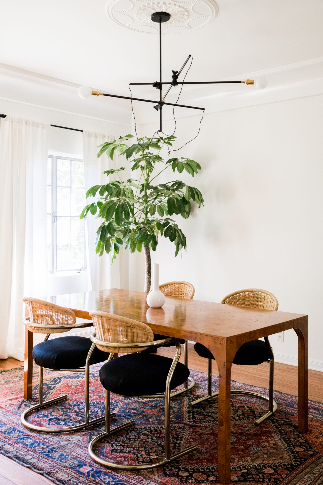 Inspiration for a fresh classic dining room with a touch of boho and glam. Love the rattan backs of the dining chairs!