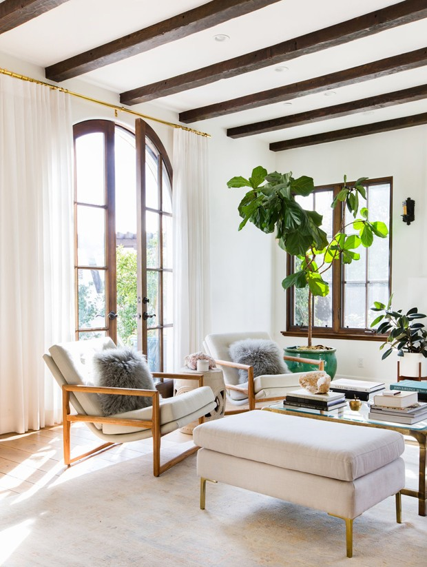 Inspiration for a coastal california boho living room. Get the look of this light and airy decorating style over on the blog!