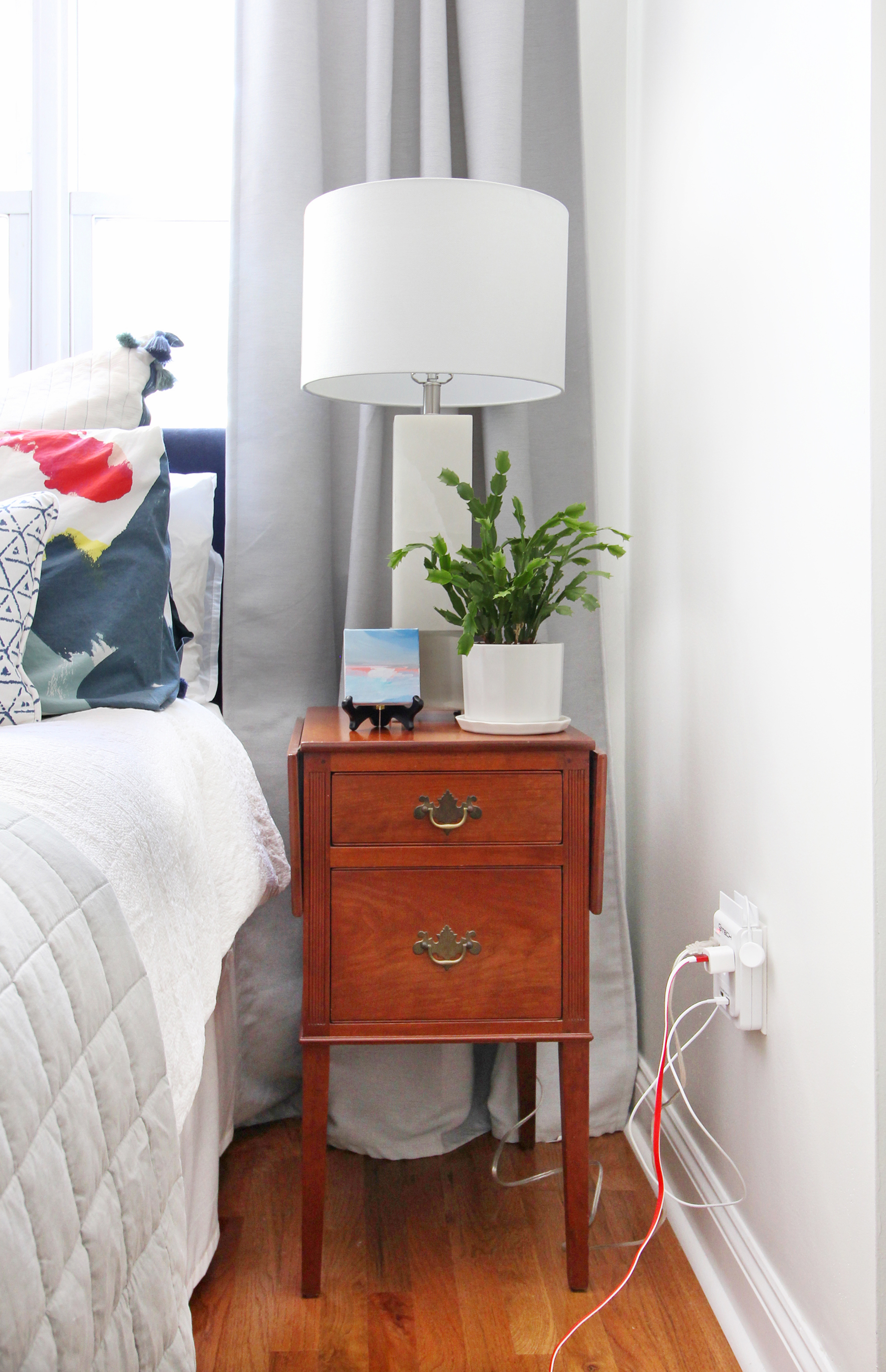 Want to upgrade the hum-drum electrical outlets in your home to something modern and sleek? Legrand's radiant Collection may be the perfect fit. Come see how Mix & Match Design Company upgraded hers with USB outlets to add functionality and style to her eclectic modern master bedroom!