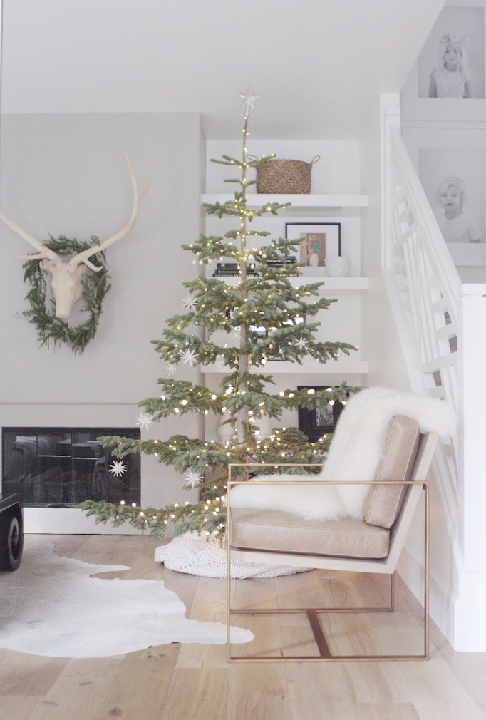 Loving the simply decorated Christmas tree. It feels modern and Scandinavian with its sparse branches.