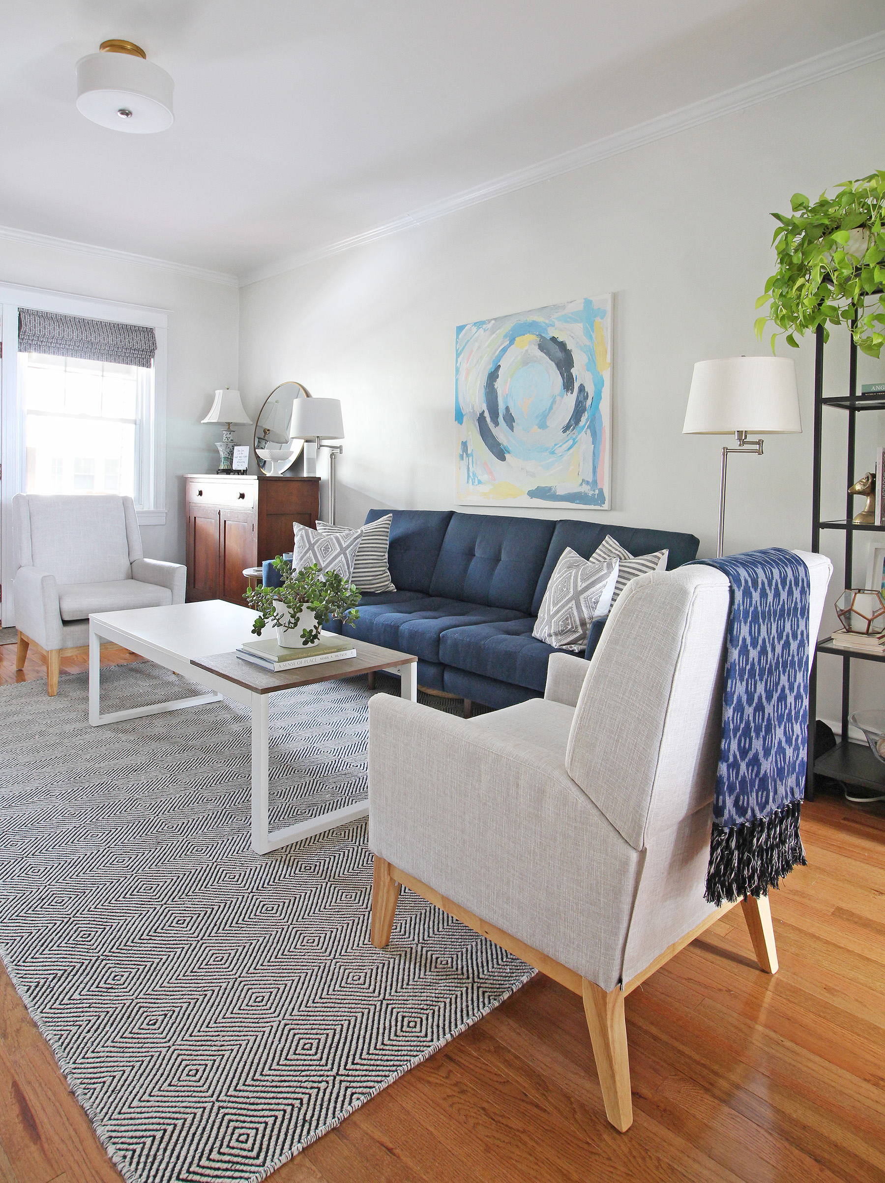 A 1930s row home in Philadelphia gets a big makeover. Come see the before and after of this home's living, dining, and kitchen open floor plan and get ideas for small space city living. Chaney's style is mid-century modern meets traditional that makes for an eclectic, cozy space. An open and airy living area.