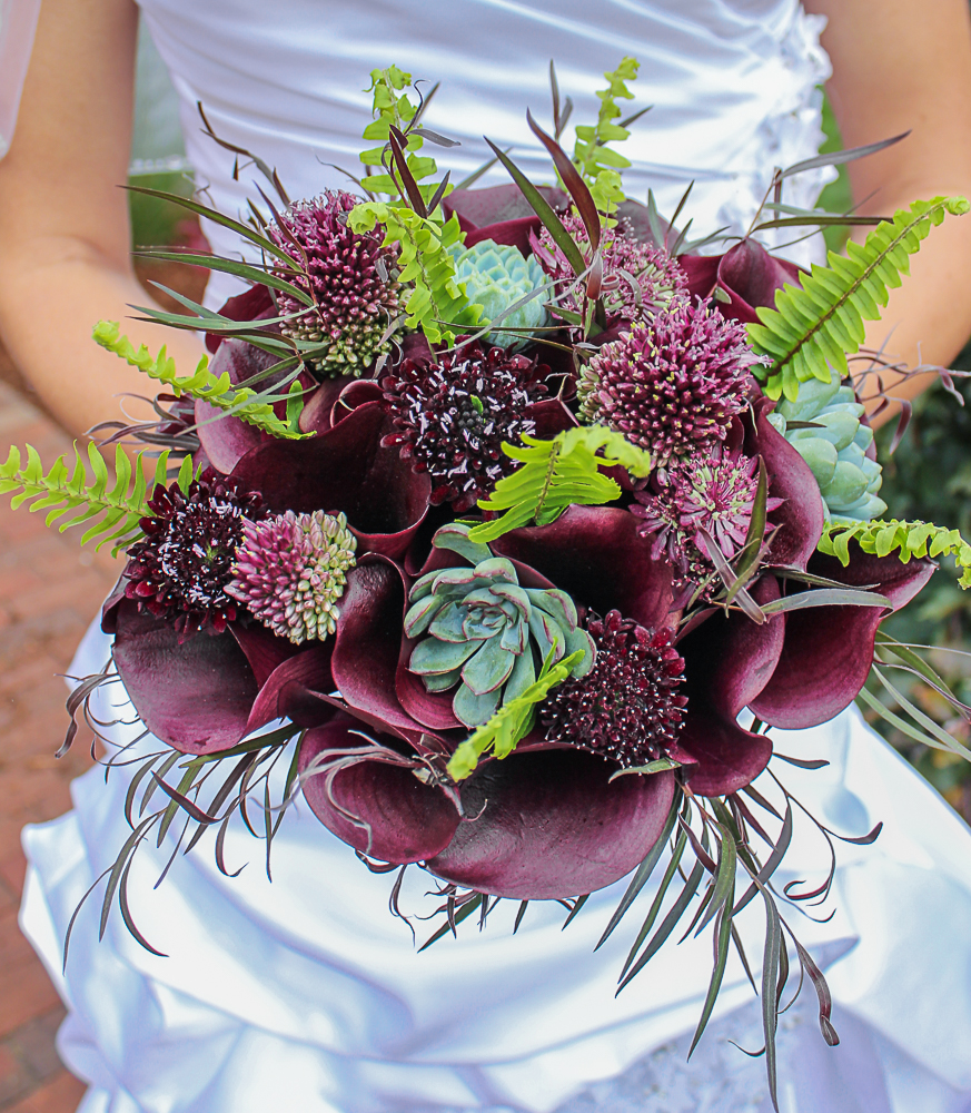 Dark Purple Bridal Bouquet with Callas and Succulents