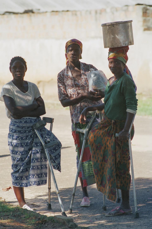 Lwena, Angola