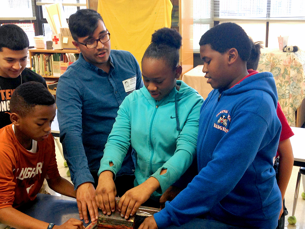 6th, 7th, and 8th grade students at Palm Elementary School Printing with teacher Tony Perez. Pphoto by Olivia Tamzarian.