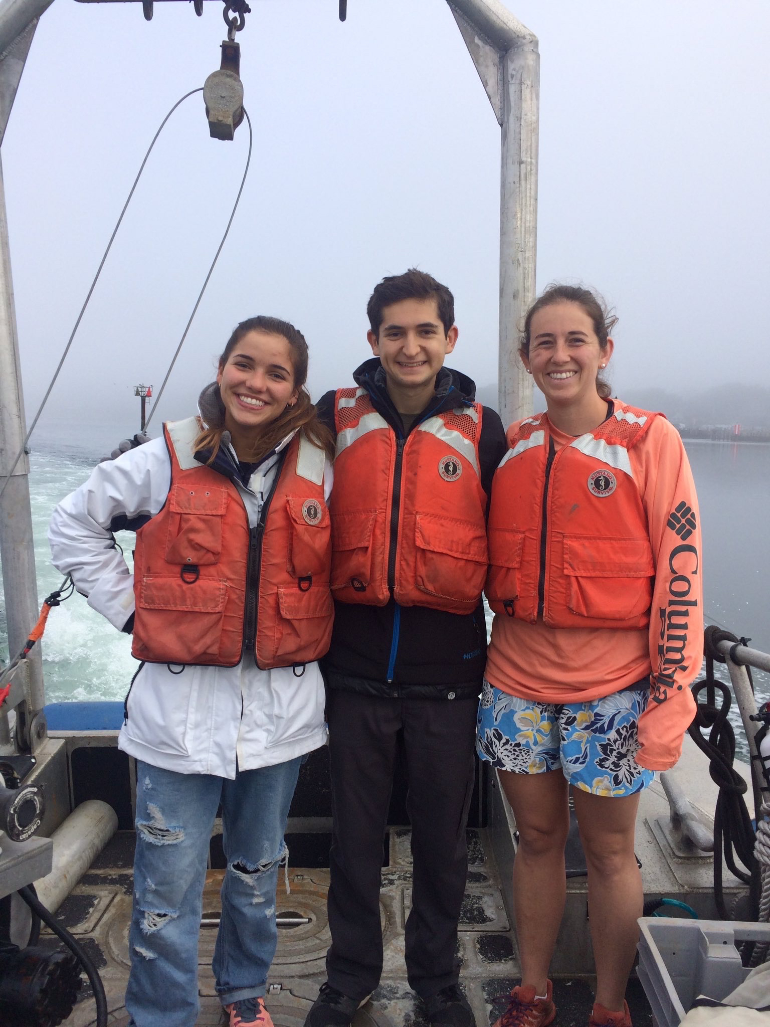 Jonas with fellow students Jackie (L) and Caitlyn (R) on the R/V Mussel Point