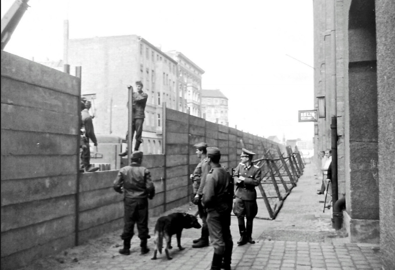 Berlin Wall  building the wall.jpg