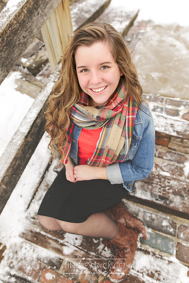 What to Wear Senior Pictures in Snow