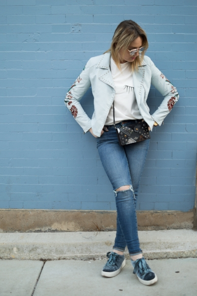 Casual day look with velvet platform sneakers.