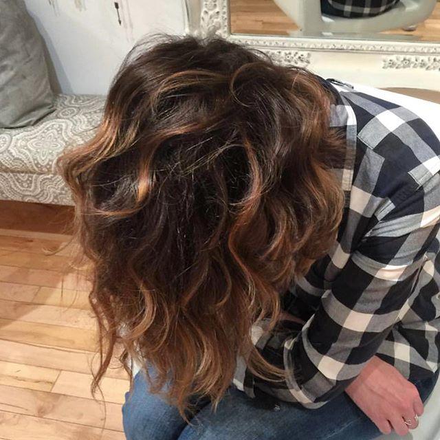 🙃Upside down balayage at the salon!