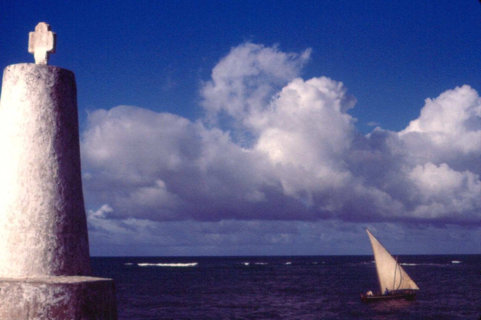 Dhow and Da Gama's Pillar, Malindi, Kenya, Summer 1994, Phot.JPG