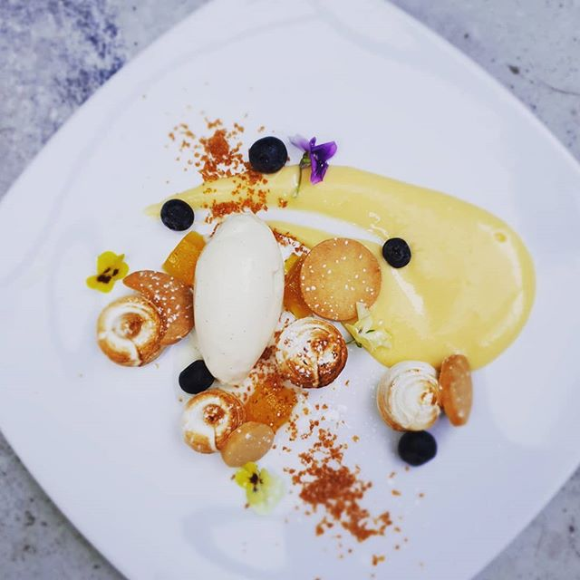 Indulge this weekend with this deconstructed lemon meringue tart with white chocolate sorbet and passionfruit jelly.😍😍 #darleystreetbistroclovelly  #lemontart #lemon #meringue #desserts