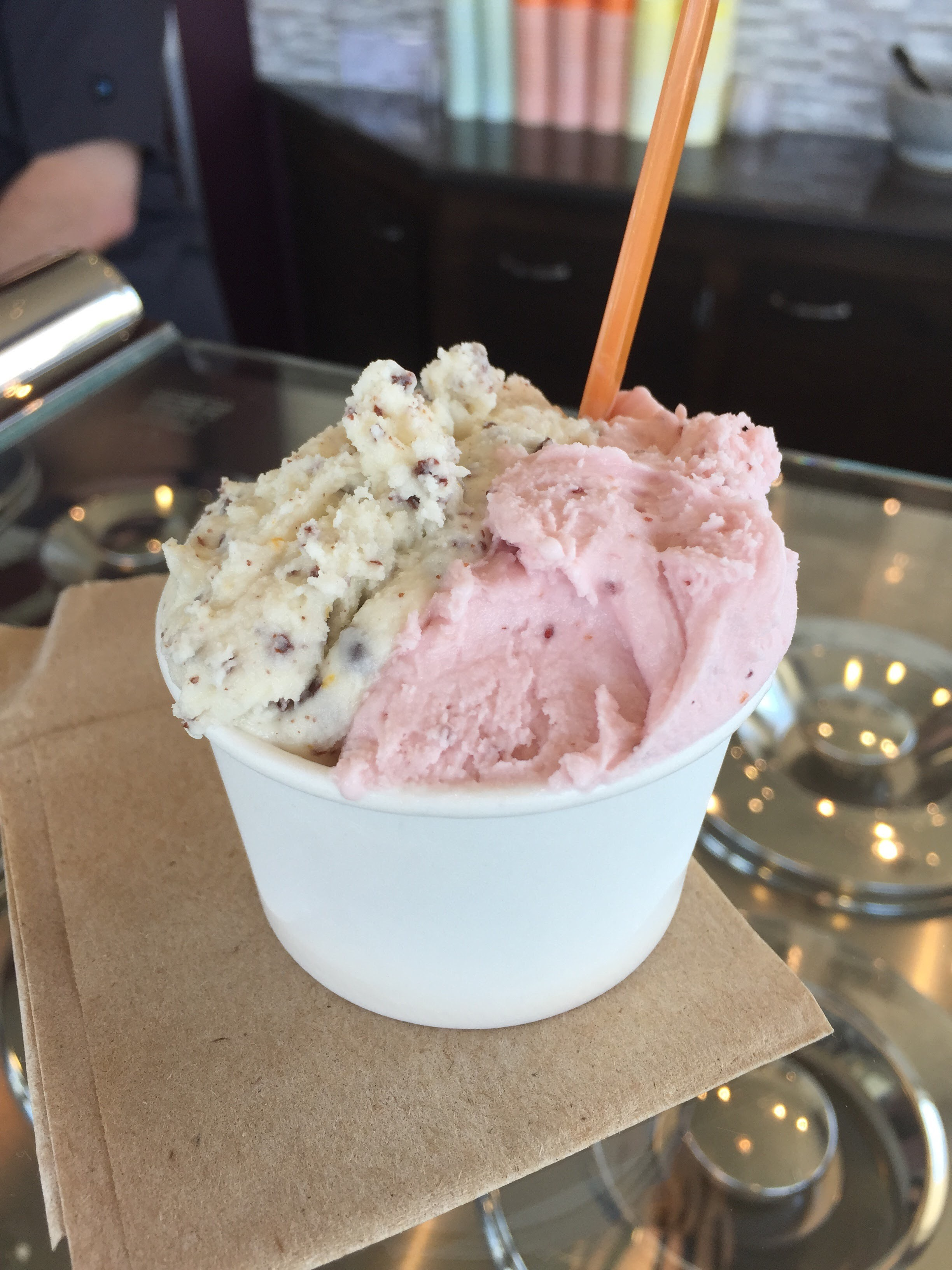 Va da vie gelato - We love this place, but prepare yourself to spend 10 minutes hearing about the integrity of the gelato
